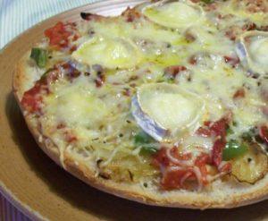Faluches garnies : faluche aux champignons, faluche tomates et fromage