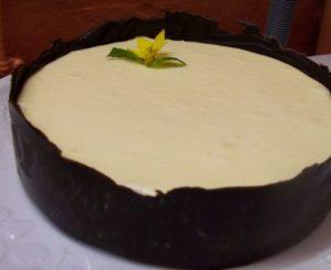 Mousse au citron en écorce de chocolat