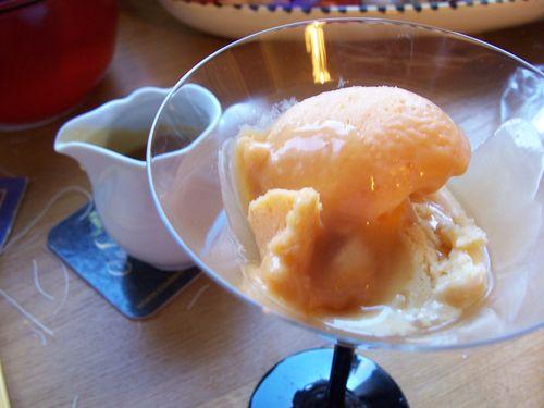 sorbet aux abricots et son caramel au romarin