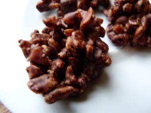 Bouchées au chocolat, riz soufflé et pralin